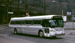 Suburban-type_GM_New_Look_bus_-_Pittsburgh,_1984